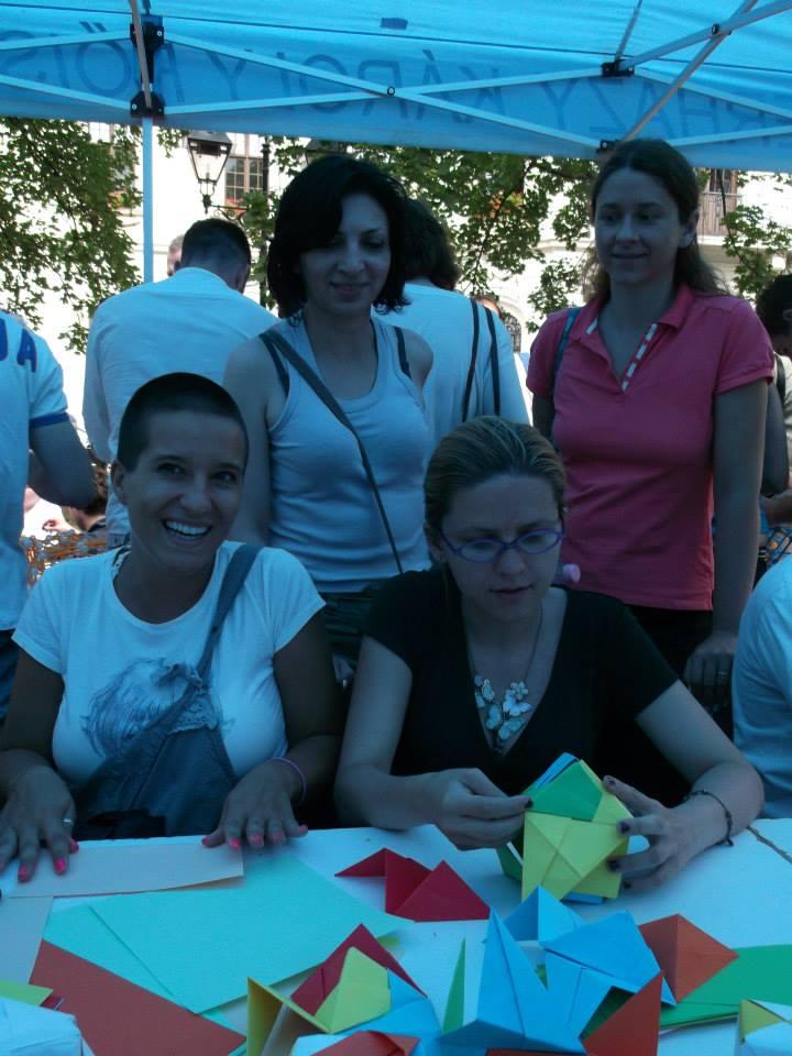 Natalja Budinski origami műhelye az egri Eszterházy Károly Főiskola nemzetközi Nyári Egyeteme keretében szervezett ÉlményMűhely Családi Napon. Fotó: Jasminka Radovanovic